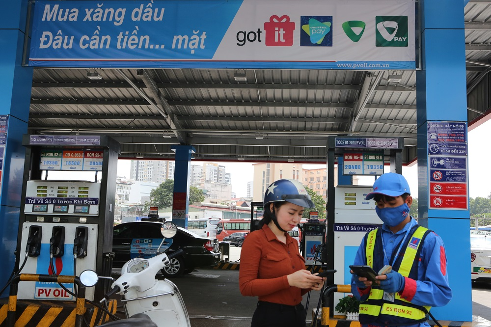 PVOIL: pay by smartphone applications when buying gasoline