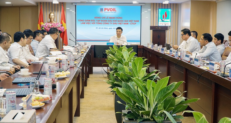 PetroVietnam President and CEO works with PVOIL leaders for 2021 business goal