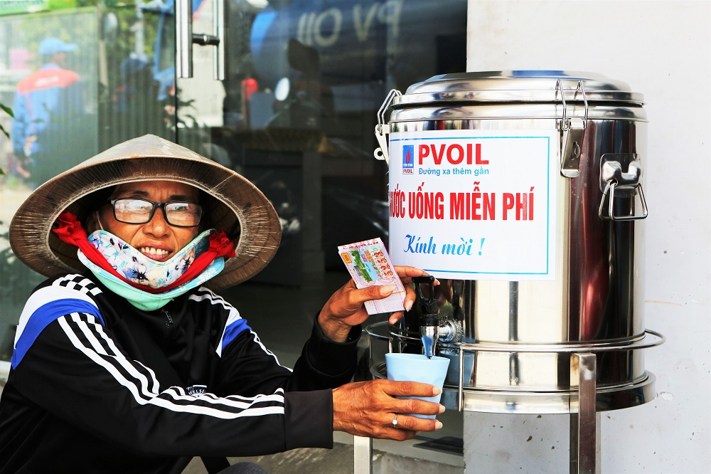 "PVOIL's free drinking water pots brings the feeling of ""Let miles be smile"""